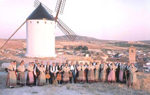 """Coros y Danzas """"Los Molinos"""" de El Romeral"""
