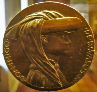 Medallón con la efigie de don Íñigo López Dávalos, esculpido por Pisanello en 1480 (National Gallery de Washington)