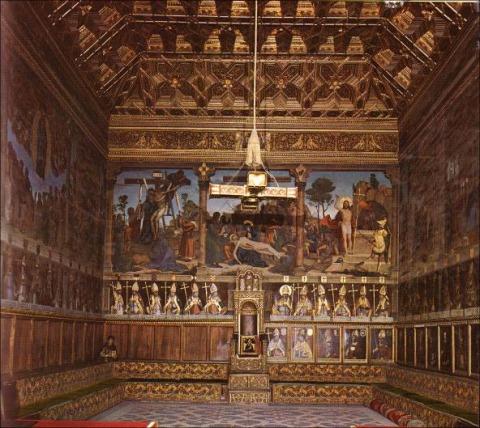 Sala Capitular de la Catedral de Toledo, con la Virgen de Cisneros en la silla arzobispal